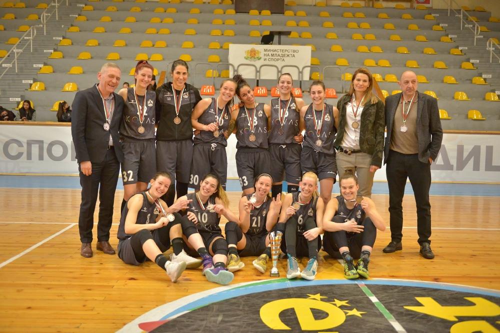 Славия ликува с бронзовите медали в женската А група (ВИДЕО)